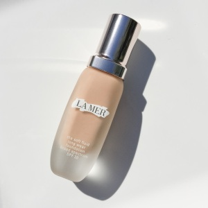 La Mer The Soft Fluid Long Wear Foundation Beige: Review & Swatches